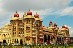 Mysore Palace -, Mysore Palace is turned into an illuminated icon of the city. It was an exhilarating experience to watch the illuminated palace. Every Sunday, from 7 pm to 7.30 pm is the best time to visit the place.