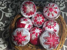 Melinda35 / vianočné patchworkové gule staroružová v kombinácii s bielou a pink