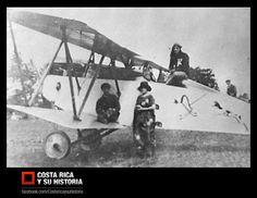 El biplano Balilla en La Sabana, el Ansaldo A.1 traído a Costa Rica por en 1920. En la foto arriba sentado el piloto Luigi Venditti, de pie su esposa y junto a ella sentado en el ala, el joven Asterio Antonutti.  Fotografía de la colección familiar Antonutti.
