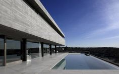 // love the long linear slot and of course the infinity pool //