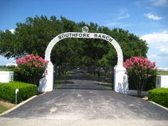 Southfork Ranch – The World According to Sylvia Garza Front Gates, Entrance Gates, Southfork Ranch, Dallas Tv Show, Stuff To Do, Things To Do, South Fork, Gate Design, Live In The Now