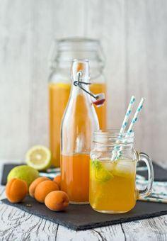 Sirup selbst zu machen, ist gar nicht schwierig. Aus nur drei Zutaten könnt ihr einen leckeren Aprikosensirup machen, der super in Aprikosenlimo schmeckt.