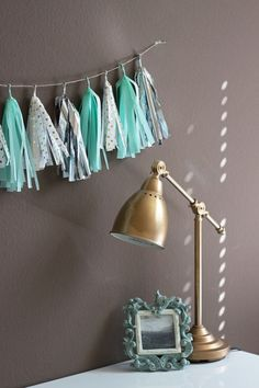 Let's face it, dorm rooms are tiny, ugly, and the wall are very,very plain. Since you spend a ton of time in your dorm room, why not make it a place you love. With a few simple DIY dorm decor projects you can turn a typical, boringdorm room, into your...