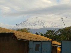 Der Regen ist da und somit auch der Schnee auf dem Kilimandscharo.