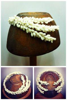 wax orange blossom bridal headpiece by Ani Bürech Bridal Hat, Bridal Crown, Bridal Tiara, Bridal Headpieces, Fascinators, Vintage Wedding Hats, Wedding Headpiece Vintage, Pelo Vintage, Nail Polish Flowers
