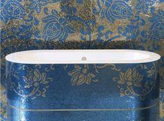 luxuriösen-Mosaik-Fliesen-Sicis-blaue-badewanne