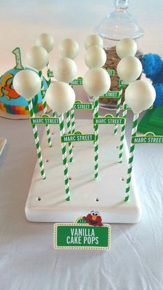 Birtday Parties Elmo + Cookie Monster Sesame Street Birthday Party – All Part Ideas Seasame Street Party, Sesame Street Cake, Sesame Street Cookies, Sesame Street Signs, Boy Birthday Parties, Birthday Party Favors, 2nd Birthday, Birthday Ideas, Sesame Street Birthday Party Ideas