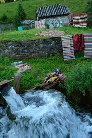 La Valtoare (Whirpool) - traditional way of washing clothes and carpets Types Of Salad, Our World, Washing Clothes, Garden Bridge, Romania, Outdoor Structures, Traditional, Landscape, Country