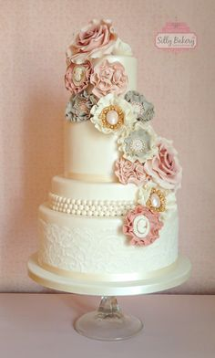 Vintage wedding cake Cotton & Pearls www.sillybakery.nl