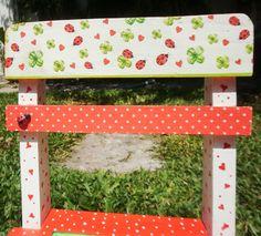 Sillita Decorada... Lucky Ladybugs,  en http://ofeliafeliz.com.ar