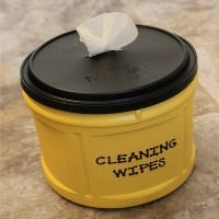 Make your own homemade cleaning wipes with natural ingredients. Includes instructions for a simple homemade pop-up container for your DIY wipes too! Homemade Cleaning Wipes, Cleaning Fun, Household Cleaning Tips, Household Cleaners, Cleaning Recipes, House Cleaning Tips, Diy Cleaners, Cleaners Homemade, Daily Shower Cleaner