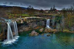 Cascada de Pedrosa de Tobalina (Burgos, España) Homescreen, Places To Go, Waterfall, Landscapes, Spain, Travel, Outdoor, Image, World