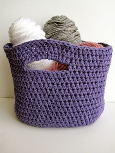 DIY: crochet basket ༺✿ƬⱤღ  http://www.pinterest.com/teretegui/✿༻