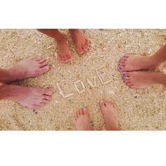 🐚🐚🌴🌴🌺🌺 母親権力で撮った写真w 泳ぎたかったな~😭 #沖縄#古宇利島#休日#砂浜#ビーチ#らぶ#幸せ#家族#家族写真#指輪#セルフネイル#セリアネイル#珊瑚#貝殻#4月#okinawa#koriisland#family#love#holiday#toering#happy