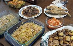 from jaehakim.com: On the 15th day of the 8th month (of the lunar calendar), Koreans gather with their families to celebrate #Chuseok (추석). The closest thing in America would be Thanksgiving.
