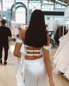 Wedding set consists of top, pants and jacket. It's a perfect alternative to wedding dress. The wedding set from new collection 2020 by Rara Avis Group. Night Outfits, Chic Outfits, Summer Outfits, Fashion Outfits, Wedding Pants, Wedding Set, Wedding Dresses, Fashion Videos, Fashion Images