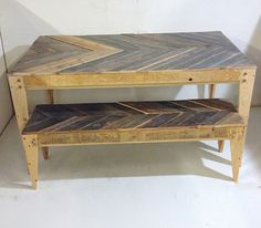 Chevron Pallet Table and Bench. More pallet patio, gardening, DIY furniture ideas and inspiration at http://pinterest.com/wineinajug/passion-for-pallets/