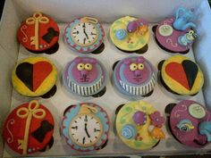 Alice in Wonderland Cupcakes :) Cute Cupcakes, Baking Cupcakes, Alice In Wonderland Cupcakes, Tea Party Bridal Shower, Were All Mad Here, Mad Hatter Tea, Rabbit Hole, Bridal Shower Decorations, Amazing Cakes