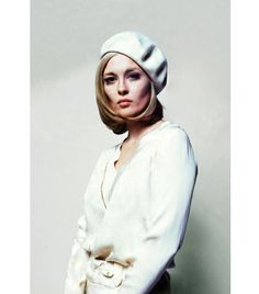 @Who What Wear - Berets                 Jaunty. French. An easy solution to a bad hair day. What's not to love?    Pictured: Faye Dunaway