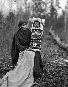 Ojibwa mother and child – 1913 Looks like Cathy and Michele's jaw and cheekbones Native American Beauty, Native American Photos, American Indian Art, Native American Tribes, Native American History, Native Indian, Native Art, First Nations, Babies