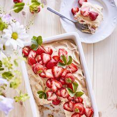 Mansikkavuokakakku – tässä on kesän nopein mansikkakakku! Sweet Pastries, Sweet And Salty, Something Sweet, Bruschetta, Yummy Cakes, Pasta Salad, Berries, Food And Drink, Strawberry