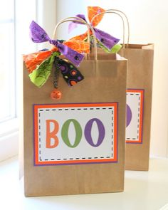 Spreading a bit of Halloween spirit has never been so fun as it is now with Boo Bags! Be a friendly neighbor and share the Halloween spirit! Fröhliches Halloween, Halloween Goodie Bags, Halloween Goodies, Spirit Halloween, Holidays Halloween, Halloween Treats, Halloween Decorations, Halloween Pranks, Halloween Items