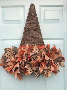 50 Cheap and Easy DIY Fall Wreaths - Holiday wreaths christmas,Holiday crafts for kids to make,Holiday cookies christmas, Easy Fall Wreaths, Easy Fall Crafts, Diy Fall Wreath, Fall Diy, Holiday Wreaths, Holiday Crafts, Wreath Ideas, Wreaths Crafts, Fall Halloween