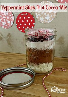 DIY Gifts : Hot Cocoa Mix - Three Ways Peppermint Stick Hot Cocoa Mix with free printable gift tags Diy Food Gifts, Homemade Gifts, Hot Chocolate Mason Jar Recipe, Cocoa Recipes, Peppermint Sticks, Free Printable Gift Tags, Hot Cocoa Mixes, Incredible Recipes, Meals In A Jar