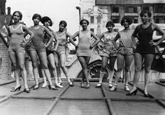 """Gwendlyn Graham the world champion charleston dancer (centre) with the chorus of the """"Blackbirds""""  during rehearsals, on the roof of the Pavilion Theatre, London. Sep 1926"""