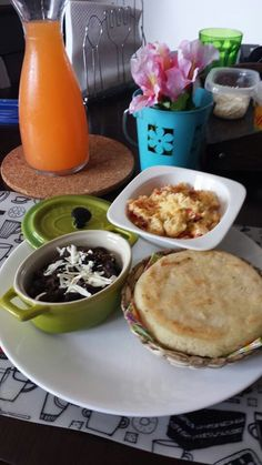 Desayuno venezolano... ummm Delicioso!!! mañana quiero uno asi.... YO TAMBIÉN