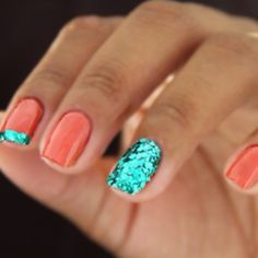 "Nail Art Designs for Beginners Glitter is perfect for an accent nail! Try the BH glitter in ""jungle green"" for this against coral nails ;)Glitter is perfect for an accent nail! Try the BH glitter in ""jungle green"" for this against coral nails ; Nails Opi, Get Nails, Fancy Nails, Love Nails, How To Do Nails, Pretty Nails, Hair And Nails, Sparkle Nails, Nail Nail"