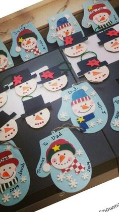 Tips and templates: crafting Christmas cards Kindergarten Christmas Crafts, Christmas Crafts For Kids To Make, Christmas Card Crafts, Childrens Christmas, Snowman Crafts, Christmas Activities, Christmas Projects, Kids Christmas, Preschool Activities