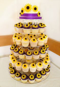 Sunflower Wedding Cupcake. http://memorablewedding.blogspot.com/2013/12/sunflower-wedding-theme.html