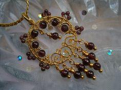 Kette mit Granat in Ornament wirework Anhänger von kunstpause auf DaWanda.com