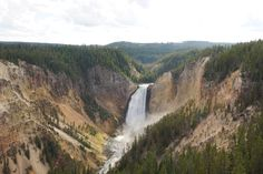 20 Photos that capture Yellowstone National Park on all corners. From Old Faithful, Geysers & Hot Springs to Buffalo, waterfalls & Canyons, these photos will get you to visit Yellowstone!