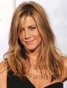 You can't have a blonde board without Jennifer Aniston! Honey Brown Hair Color, Dark Blonde Hair Color, Hair Color And Cut, Brown Hair Colors, Hair Colour, Jennifer Aniston Hair, Jenifer Aniston, Hair Color Pictures, Dyed Hair