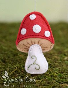 Check out this cute little felt mushroom pattern. It's a free sewing pattern that goes to our Woodland Babies Collection of adorable animal plushies. Animal Sewing Patterns, Stuffed Animal Patterns, Sewing Patterns Free, Felt Christmas Ornaments, Christmas Crafts, Christmas Tree, Mushroom Crafts, Felt Mushroom, Mushrooms