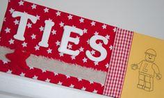 Gepersonaliseerd naambordje voor aan de slaapkamerdeur. #naambordje #kinderkamer # jongen Scrappy Quilts, Gift