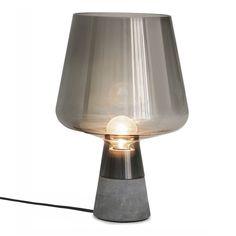 Leimu, bordslampa formgiven av Magnus Pettersen för Iittala. Skört och hårt möts…