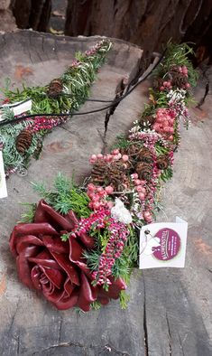 Mustergräber - oguzhan can<br> Edible Flowers, Paper Flowers, Grave Decorations, Flower Food, Ikebana, Funeral, Christmas Wreaths, Floral Wreath, Bouquet