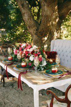 Оформление свадебного стола цветами и фруктами