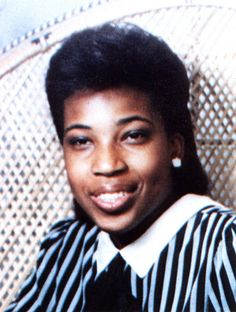 Here are 14 high school photos of our favorite black female singers. High School Photos, School Pictures, Black Female Singers, Macy Gray, Young Celebrities, Childhood Photos, Black Hair Care, Women Lifestyle, Celebrity Photos