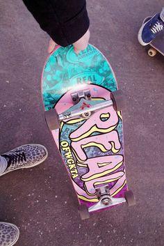 Holla at that board Skateboard Deck Art, Skateboard Pictures, Skateboard Design, Skateboard Girl, Skate 3, Skate Girl, Skate Decks, Skate Style, Collage Des Photos
