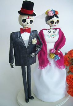catrina Halloween Birthday, Halloween Christmas, Halloween Crafts, Mexican Celebrations, Adornos Halloween, Skull Painting, Custom Wedding Cake Toppers, Creepy Dolls, Mexican Folk Art