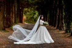 Salutare! Eu sunt Mihai Roman, Povestitorul de nunti, iar daca te inspira aceasta imagine, te invit sa o salvezi intr-unul dintre panourile tale #weddingdress #rochiemireasa #mireasa #nunta #fotografiedenunta #ideinunta #ideirochiemireasa Salvia, Roman, Wedding Dresses, Fashion, Bride Dresses, Moda, Bridal Gowns, Fashion Styles, Sage