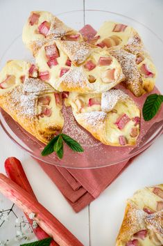 Fast curd rhubarb boats - Baking Barbarine- Schnelle Topfen Rhabarber Schiffchen – Baking Barbarine Today quickly, briefly and without opening credits: The recipe from … - Salmon Recipes, Fish Recipes, Cake Recipes, Chicken Recipes, Flan, Crockpot Recipes, Cooking Recipes, Fish Varieties, How To Cook Fish