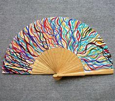 """Abanico pintado a mano de la serie """"Celos"""". Un abanico, una obra de arte. #abanicospintadosamano #abanicosmodernos #abanicoespañol #regalosdeempresa Hand Fan, Medieval, Paper Crafts, Fancy, Lettering, Traditional, Drawing, Creative, Handmade"""