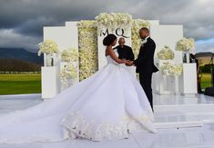 The beautiful Minnie Dlamini married her sweetheart Quinton Jones recently. Their wedding ceremony planned by the talented aired as the first ever wedding documentary in South Africa with the title Becoming Mrs Jones. Click here to watch the trailers. The bride looked so gorgeous in her ice-white and pearl Gert-Johan Coetzee Cinderella wedding gown made of Chantilly …