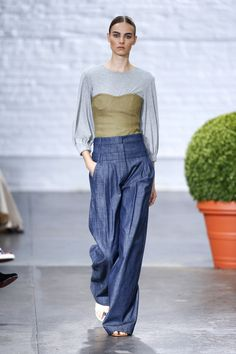 I love everything about this outfit - starting with the triple-waistband, loose linen-like pants that remind one of jeans... a very flattering shape! Stay tuned to Threadhead TV. ~Tibi