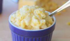 3 ingredient mac and cheese 4 c milk 2 c elbows 2 c shredded cheddar Boil milk, add pasta, cook for 8 minutes, stir in cheese til melted, Done! Toddler Meals, Kids Meals, Toddler Food, Toddler Recipes, Baby Recipes, Kid Friendly Dinner, Kid Friendly Meals, Healthy Mac N Cheese Recipe, Quick Vegetarian Meals